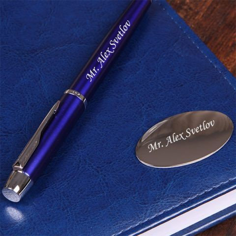 Вы можете купить не только ручку с именем и фамилией, но и такой же блокнот.
