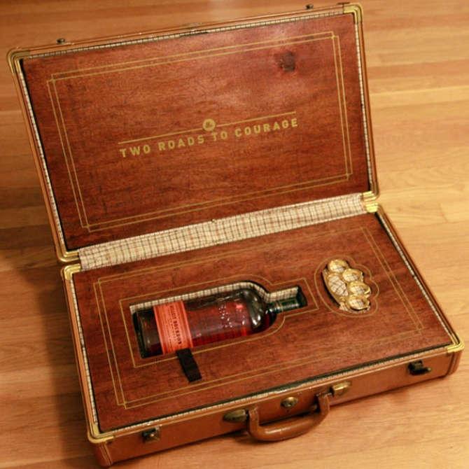 Оригинальный и необычный чемодан с алкоголем внутри.