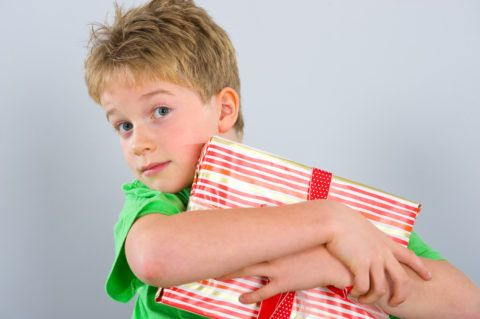 Чем поздравить мальчика 5 лет?