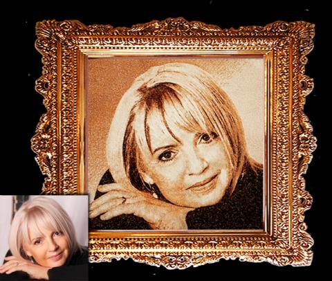 Что маме подарить на 45 лет? Вышитый портрет!