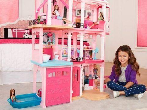 Думая, что подарить ребенку на 3 года, присмотритесь к кукольному домику