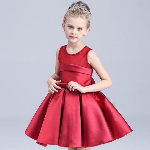 Элегантное платье – хороший подарок для девочки на 7 лет
