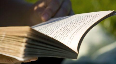 Книга – отличный подарок, если знать предпочтения именинника