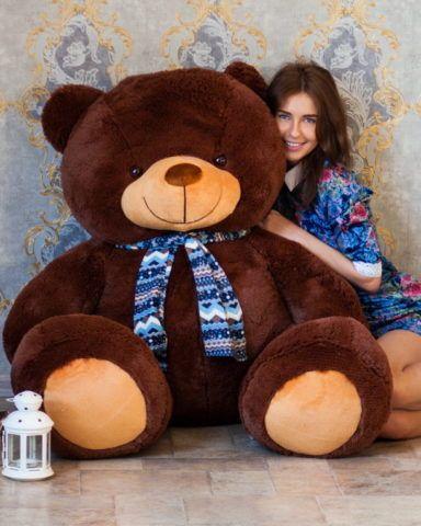 Огромный и милый медведь