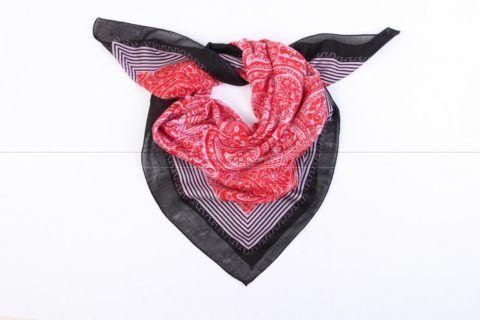 Платок – стильный и элегантный аксессуар для любой женщины.