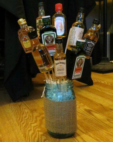 Подарить алкоголь можно весьма необычным способом.