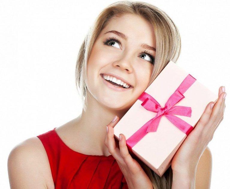 Выбираю подарок девушке на 386