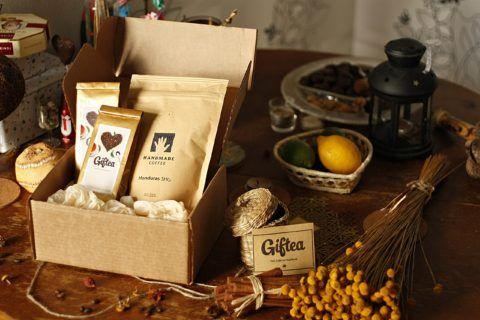 Прекрасный чайный набор для любителя чаепитий.