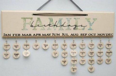 Прекрасный и стильный вариант календаря-напоминалки с днями рождения всех членов семьи или близких друзей.