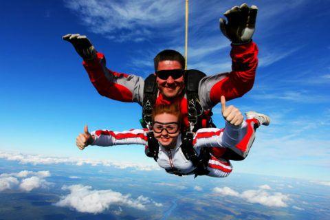 Прыжок с парашютом то, что не подойдет каждому, но ценителям понравится.