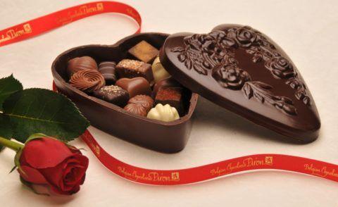 Шоколадки могут лежать в коробке из шоколада!