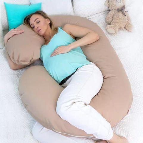 Такие подушки очень облегчают сон беременных женщин.