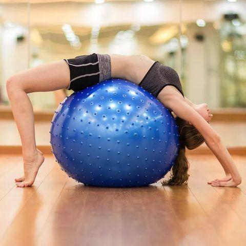 Удобный гимнастический мяч, который поможет прийти в форму после родов.