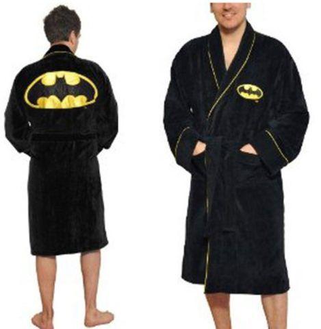 Выберите халат с символикой известного супергероя!