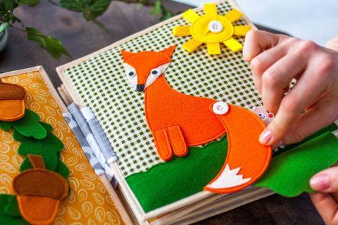 Мягкая книга выглядит как игрушка и очень интересна ребенку