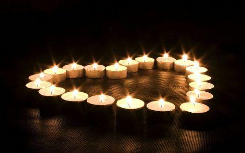 Украсьте комнату свечами