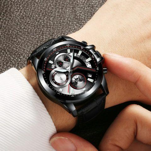 Бывают часы с довольно сложными механизмами.