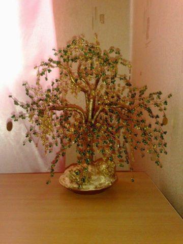 Хотя даже такое бисерное денежное дерево прекрасный вариант того, что можно вручить!