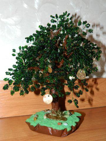 К такому искусственному дереву можно прикрепить не только монетки, но и купюры.