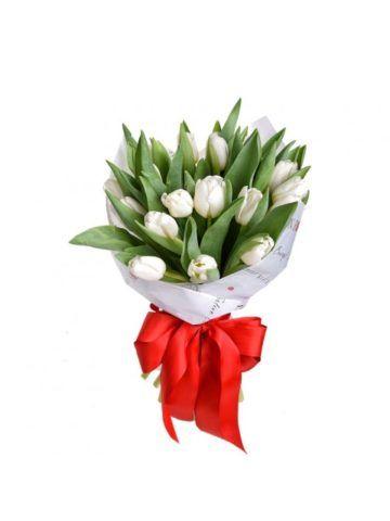 Композиция из белых тюльпанов