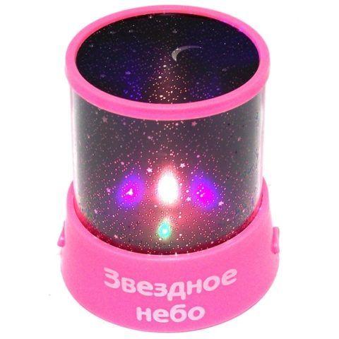 Милый и красивый светильник, который проецирует звездное небо на потолок и стены комнаты.