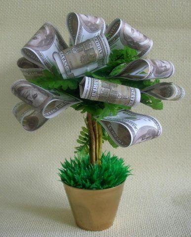 «Посадите» дерево в красивую зеленую траву!
