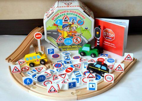 С такой настольной игрой девочка быстро выучит или повторит столь важные правила дорожного движения.