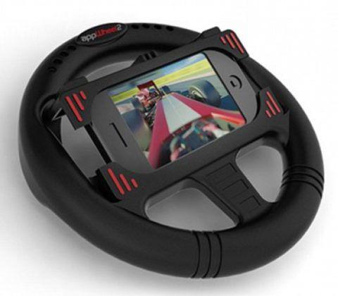 Современный руль со специальным местом для телефона.