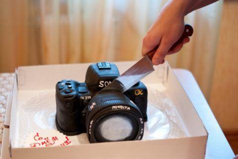 Закажите праздничный торт в форме фотоаппарата!