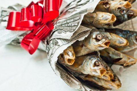 Чем порадовать рыбака на праздник?