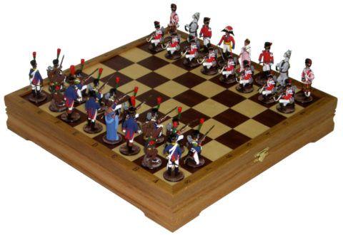 Интересный набор шахмат в виде солдатиков.
