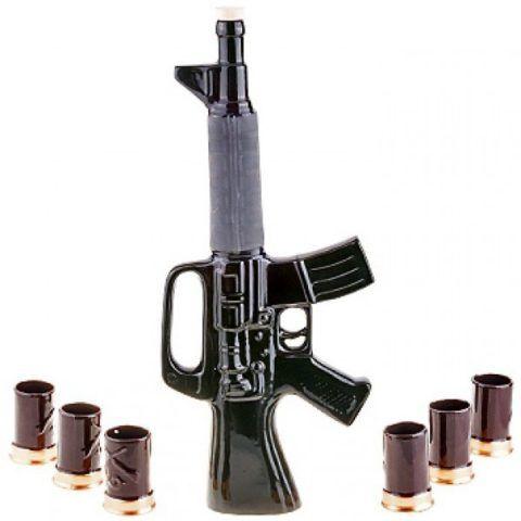 Интересный штоф с рюмками, выполненный в стиле винтовки.