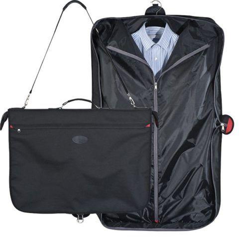 Классические рубашки или военная форма окажутся в надежной безопасности с помощью хорошего портпледа.