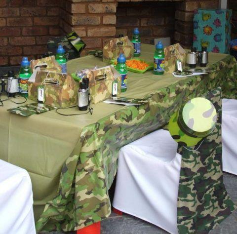 Не забудьте красиво украсить место, где вы будете поздравлять мужчин-военных!