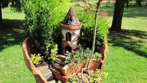 Невероятно милый замок в качестве украшения для сада.