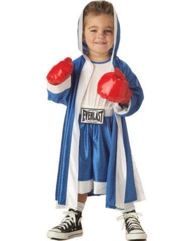Подарите мальчику целый набор для бокса с перчатками, халатом и грушей.