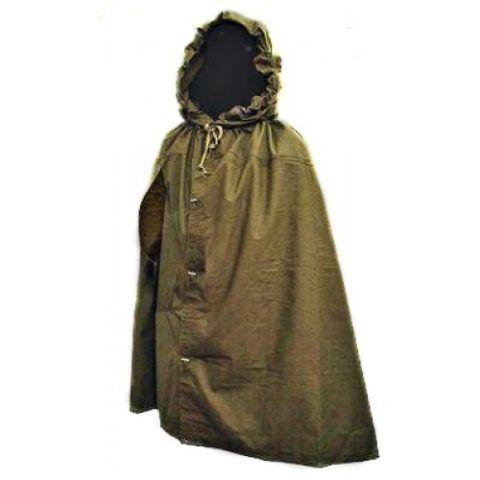 Так плащ-палатка выглядит в собранном виде в качестве плаща, надежно защищающего от холода и осадков.