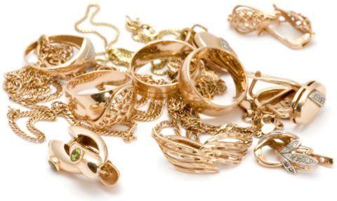 Выбрать можно украшения из любого драгоценного металла