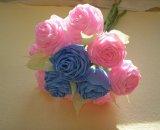 Букет из роз, сделанных из гофрированной бумаги