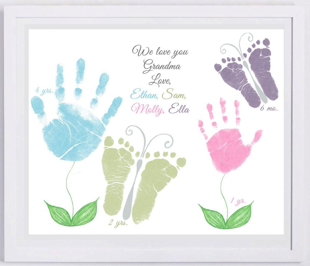 Для мамы, открытка с отпечатками ладошек на день