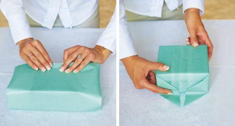 Полностью заверните коробку и оставьте только боковые уголки.