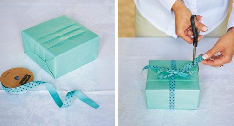 Украсьте готовую упаковку красивым бантом из ленты.